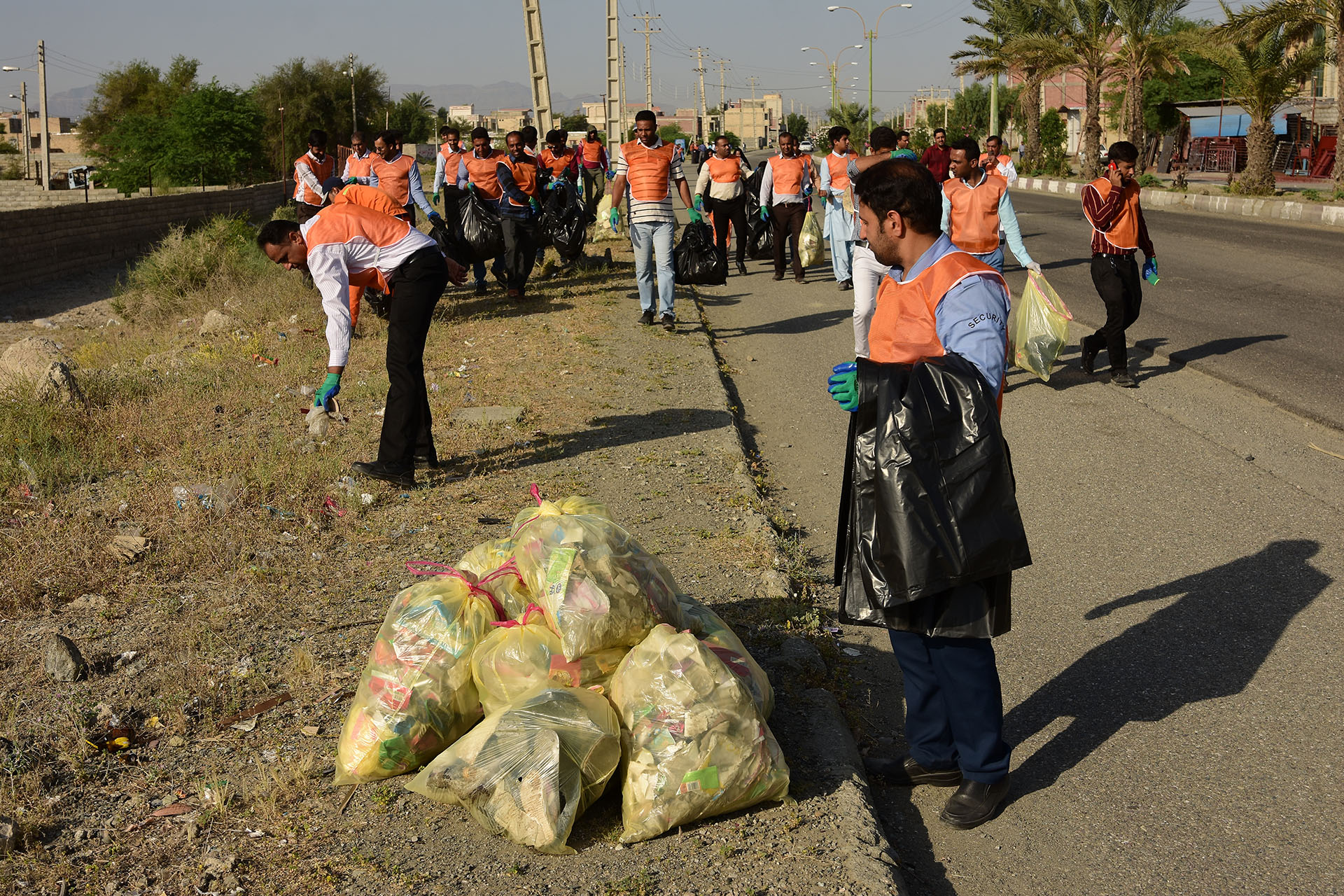 Kahnouj Without Plastic Campaign Held with the Presence of Citizens